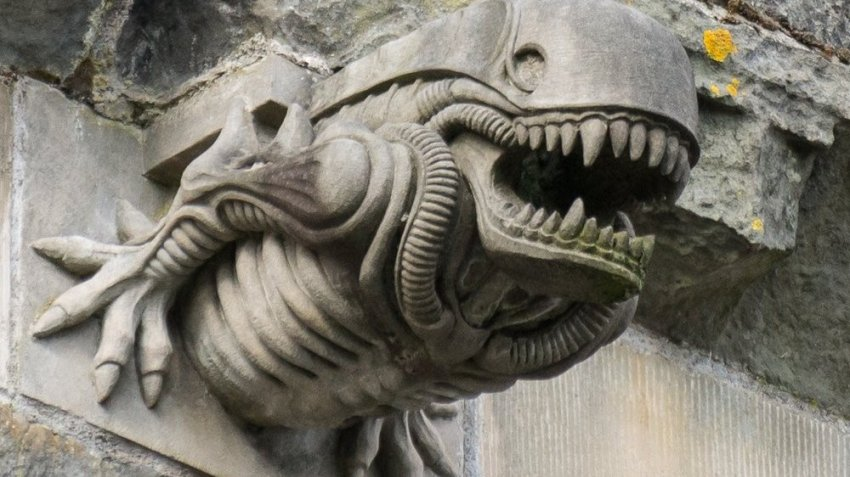 Почему гаргулья на стене аббатства в точности напоминает монстра из фильма «Чужой»?