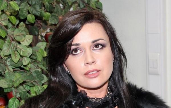 Семья Заворотнюк молчит о ее состоянии больше месяца
