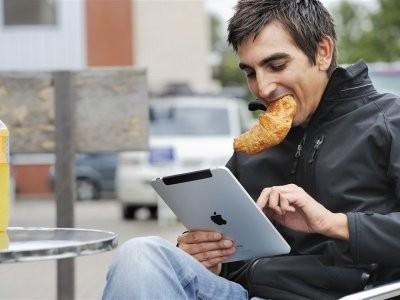 Зарубежные медики перечислили недуги, которые развиваются при использовании смартфонов