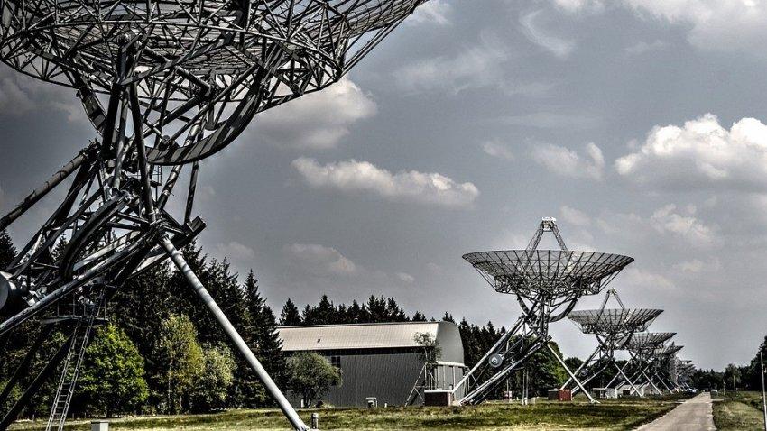Из космоса на Землю каждый 16 дней приходят странные радиосигналы