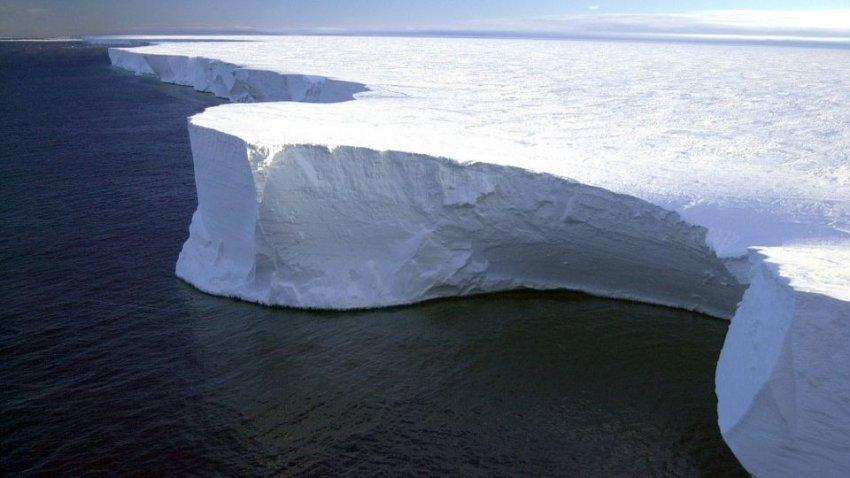 От Антарктиды откололся еще один гигантский айсберг