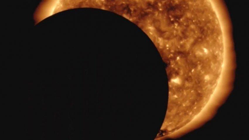 Гигантский НЛО закрыл собой Солнце: опубликовано видео