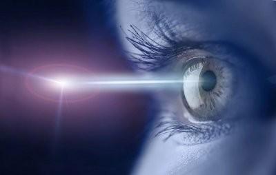 Врач рассказал, на какие болезни могут указывать вспышки в глазах