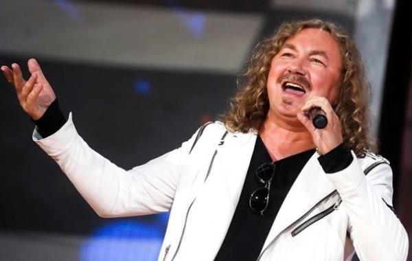 Жена Игоря Николаева заявила, что певец ждет результатов теста на коронавирус