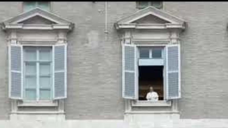 В Ватикане вместо Папы Франциска вышла голограмма?