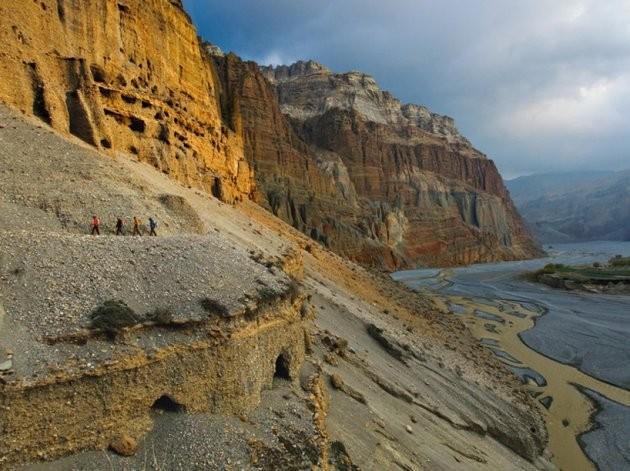 800-летние пещеры и неприступные горы королевства Мустанг