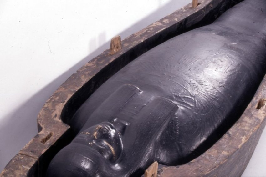 Найдена разгадка чёрной жидкости из древнеегипетского саркофага