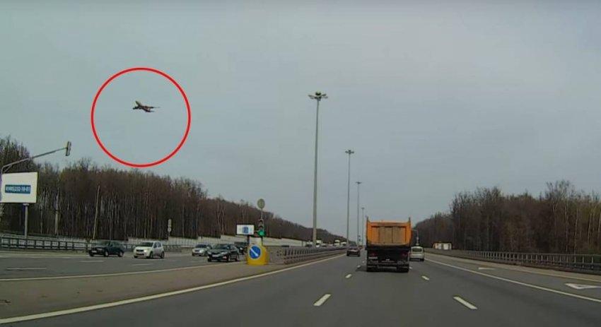 Застывшие птицы и самолёты в воздухе - поиск объяснений