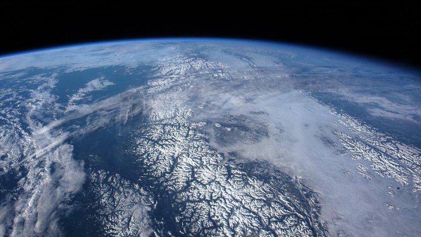 Экс-сотрудник NASA утверждает, что на фотографиях из космоса Земля плоская