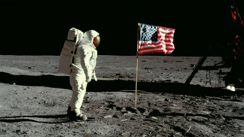 Астроном объяснил, почему на снимках миссии Аполлон 11 не видно звезд