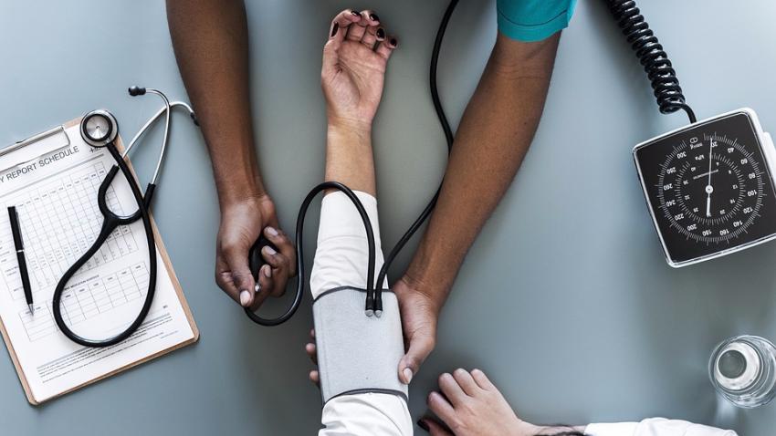 Как понизить артериальное давление: специалисты назвали простой способ