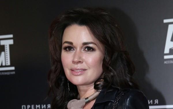 Анастасия Заворотнюк продолжает лечение в Москве