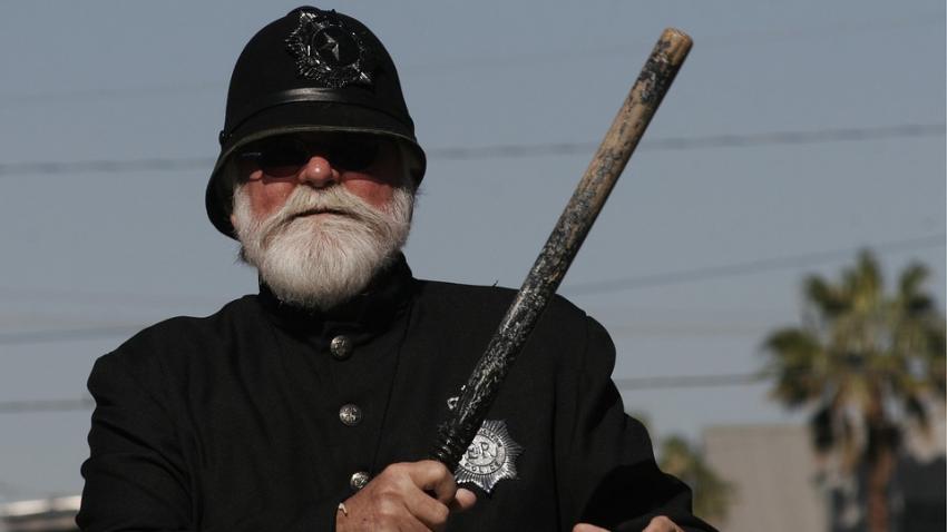 Мужчину чуть не оштрафовал полицейский, прибывший из 1950-х годов