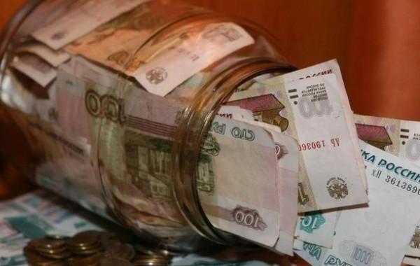 Россиянам объяснили, насколько опасно хранить сбережения в рублях