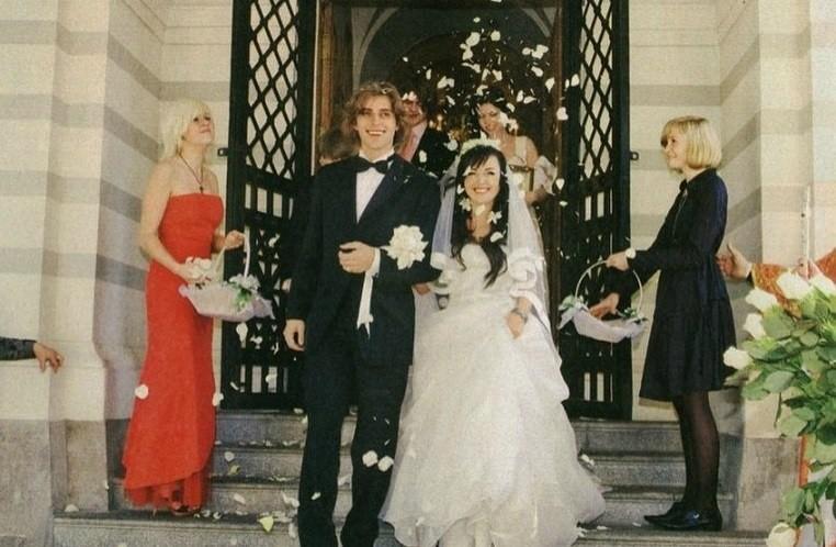Семья Заворотнюк показала ее снимок с венчания