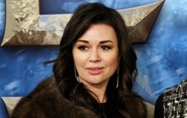 Младшую дочь Анастасии Заворотнюк родила суррогатная мать