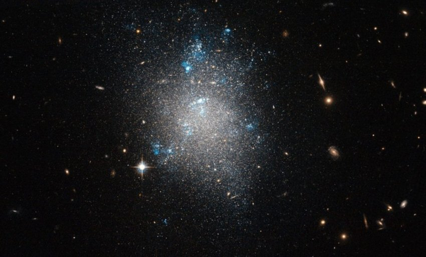 Разгадана тайна галактики, которая почти на сто процентов состоит из темной материи