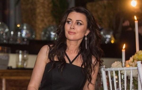 Анастасия Заворотнюк начала выходить на прогулки