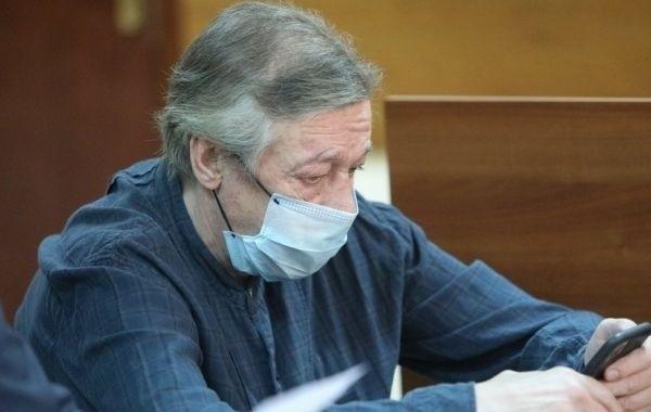 Михаила Ефремова доставили в колонию