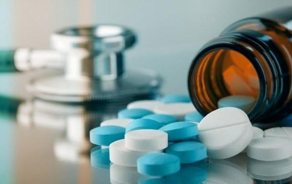 Врачи назвали лекарства, которые нужно иметь при коронавирусе