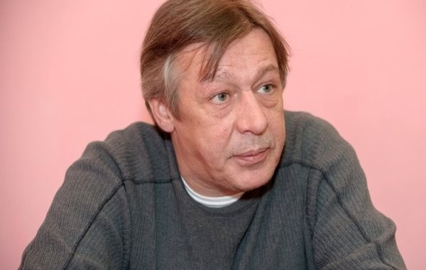 Юрист объяснил, почему Ефремов не смог бы сбежать за границу после ДТП