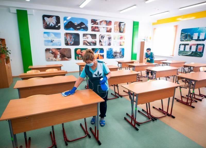 Какого числа начнется учеба в школах России в январе 2021 года: сроки окончания каникул
