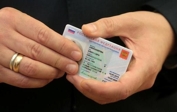 До конца 2021 года в России запустят эксперимент по внедрению электронных паспортов