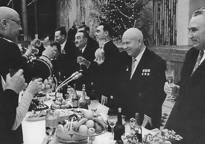 Как лидеры СССР отмечали Новый год