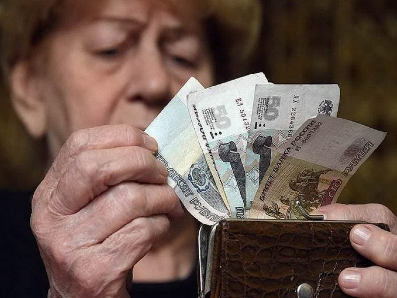 Владимир Путин поручил правительству провести индексацию пенсий
