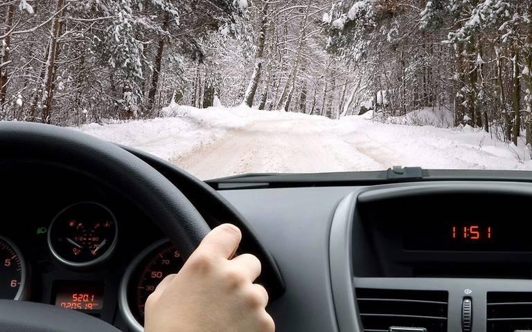 Для чего оставлять повернутым руль автомобиля
