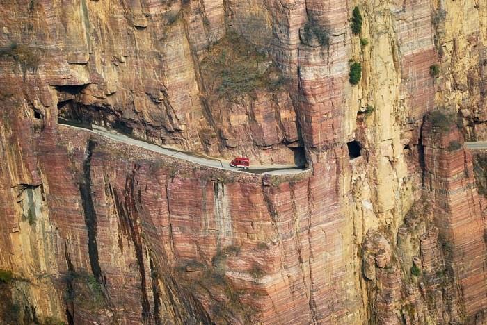 ТОП-8 необычных и опасных дорог
