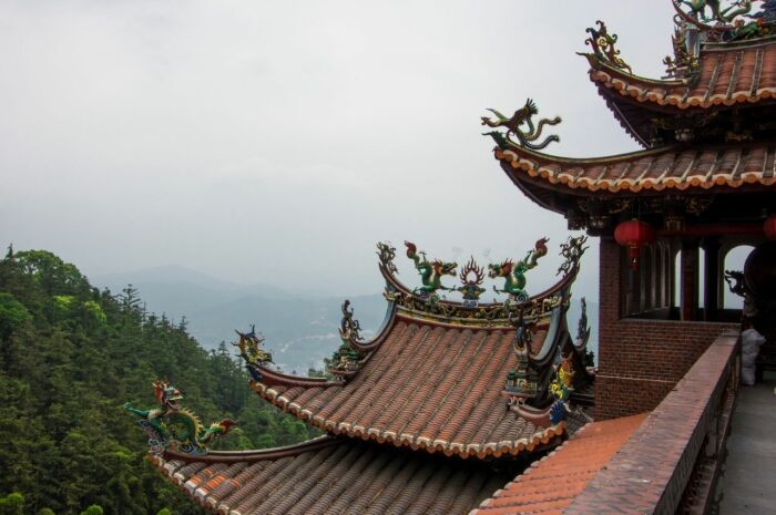 Почему на старых китайских и японских зданиях такие необычные крыши?
