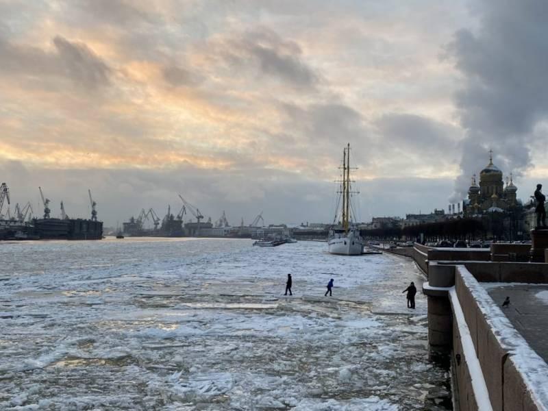 Жителям Санкт-Петербурга и Ленобласти запретили выходить на лёд до апреля 2021 года