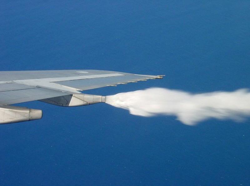 Как и зачем с самолётов сбрасывают авиатопливо