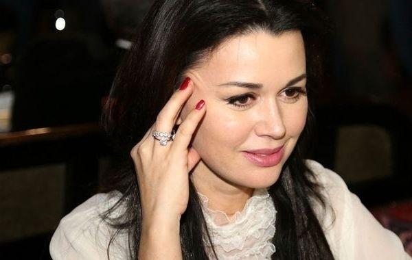 Дочь Анастасии Заворотнюк перестала жить с матерью