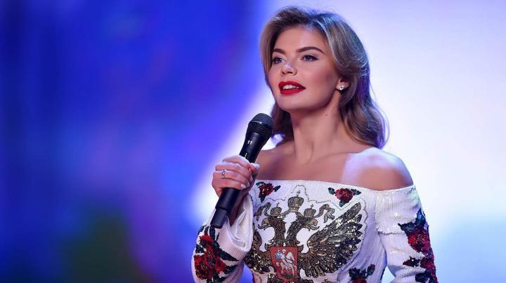 Алина Кабаева подарила шампанское из расследования «Дворец для путина»