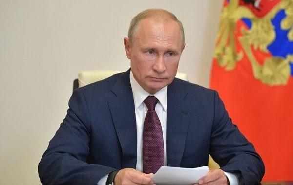Путин поручил разобраться с индексацией пенсий работающим пенсионерам