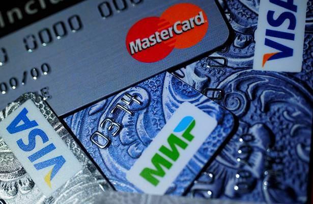 Почему банки России блокируют карты своих клиентов