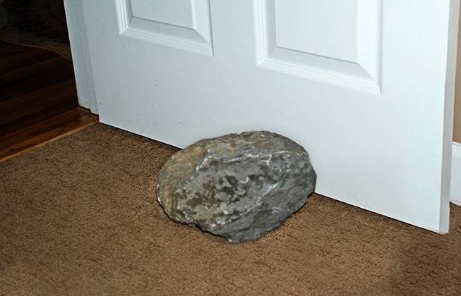 Метеорит стоимостью 100 тыс. долларов 30 лет был подпоркой для дверей сарая