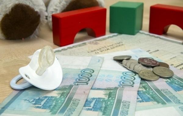 В Минтруде объяснили правила выплат на детей до трех лет