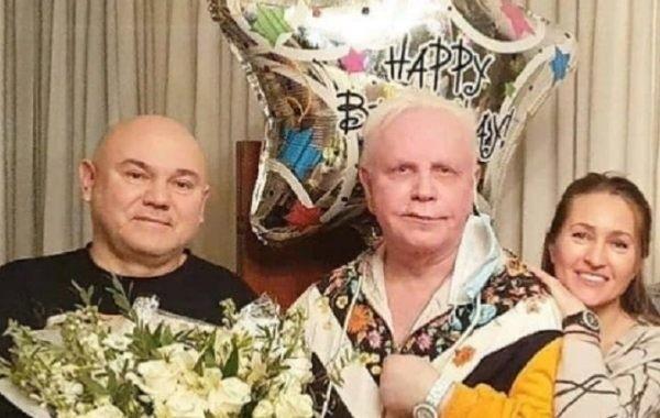Поклонники Бориса Моисеева уличили его директора во лжи