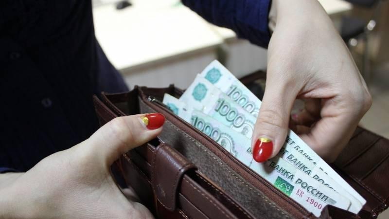Стали известны профессии со слишком высокой и крайне низкой зарплатой в России