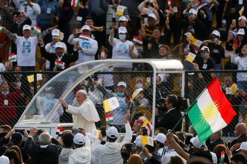 Папа Римский совершил полет на российском военном вертолёте