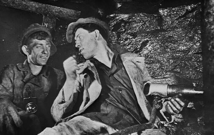 История советского шахтера Алексея Стаханова