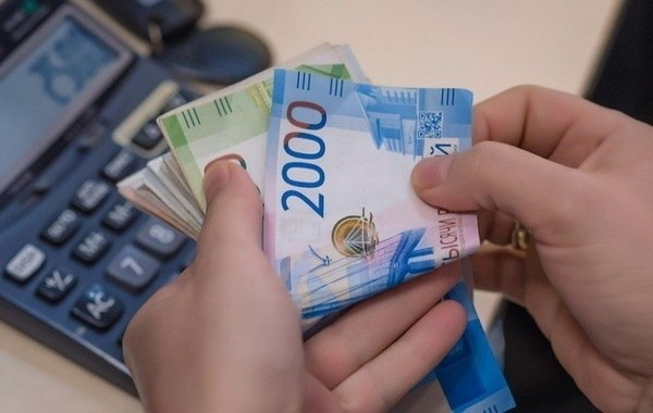Семьи с детьми надеются на новую единовременную выплату от Путина