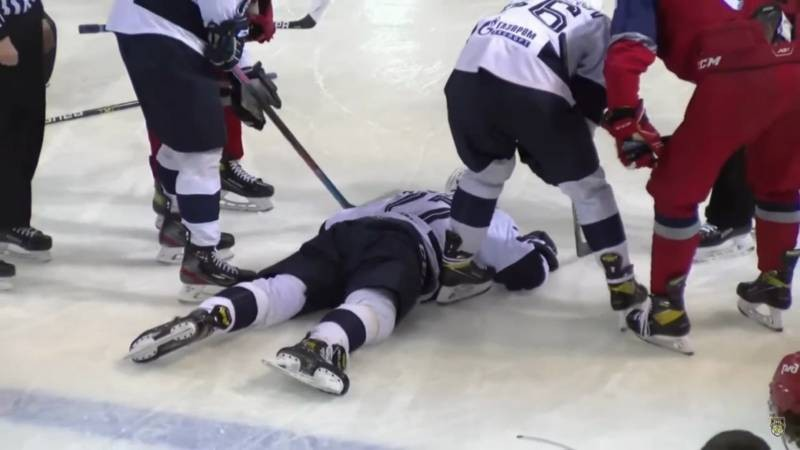 Хоккеиста Тимура Файзутдинова не смогли спасти после попадания шайбы в голову
