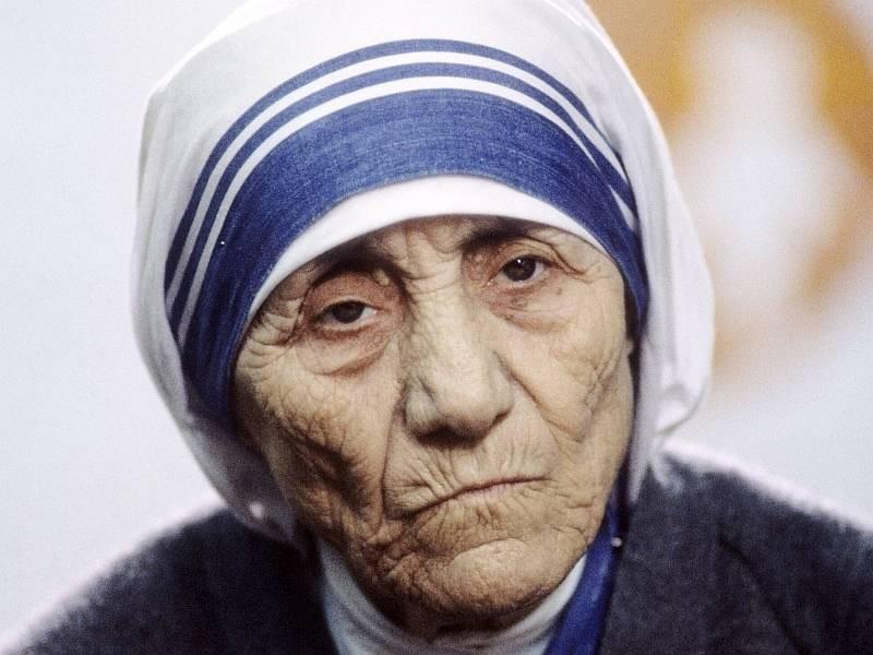 Почему родители Матери Терезы были против помощи бедным и, как вопреки этому она лечила людей