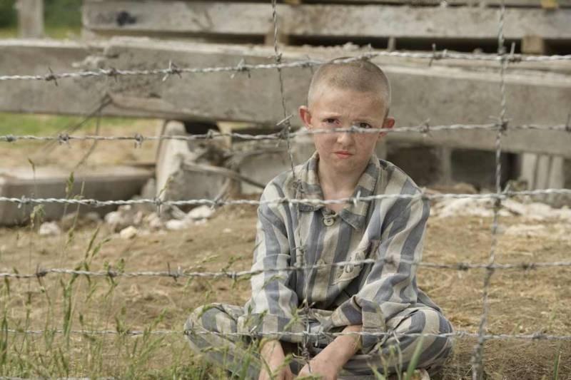 Как выглядел концлагерь глазами ребенка в фильме «Мальчик в полосатой пижаме»