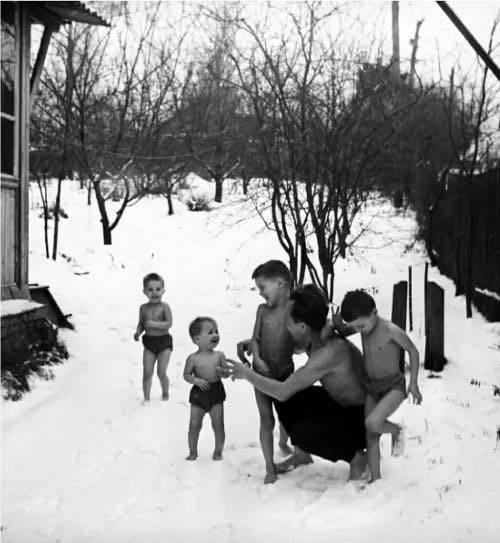 Педагоги Никитины заставляли детей спать на морозе, учить алгебру с 4-х лет и были равнодушны к детским слезам