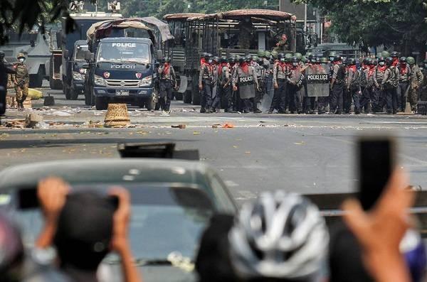 Ситуация в Мьянме остается накаленной из-за военного переворота